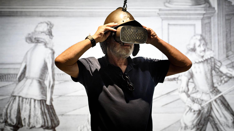 Virtual Reality Helm
